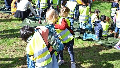 Children on the fruit routes on Loughborough University campus