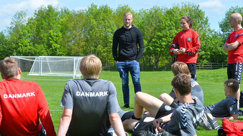 Kasper Schmeichel and players