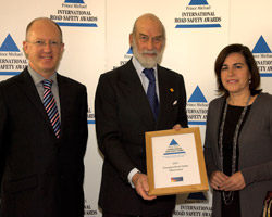 Professor Pete Thomas and Maria-Teresa Sanz-Villegas of the European Commission are presented with the award by Prince Michael of Kent.