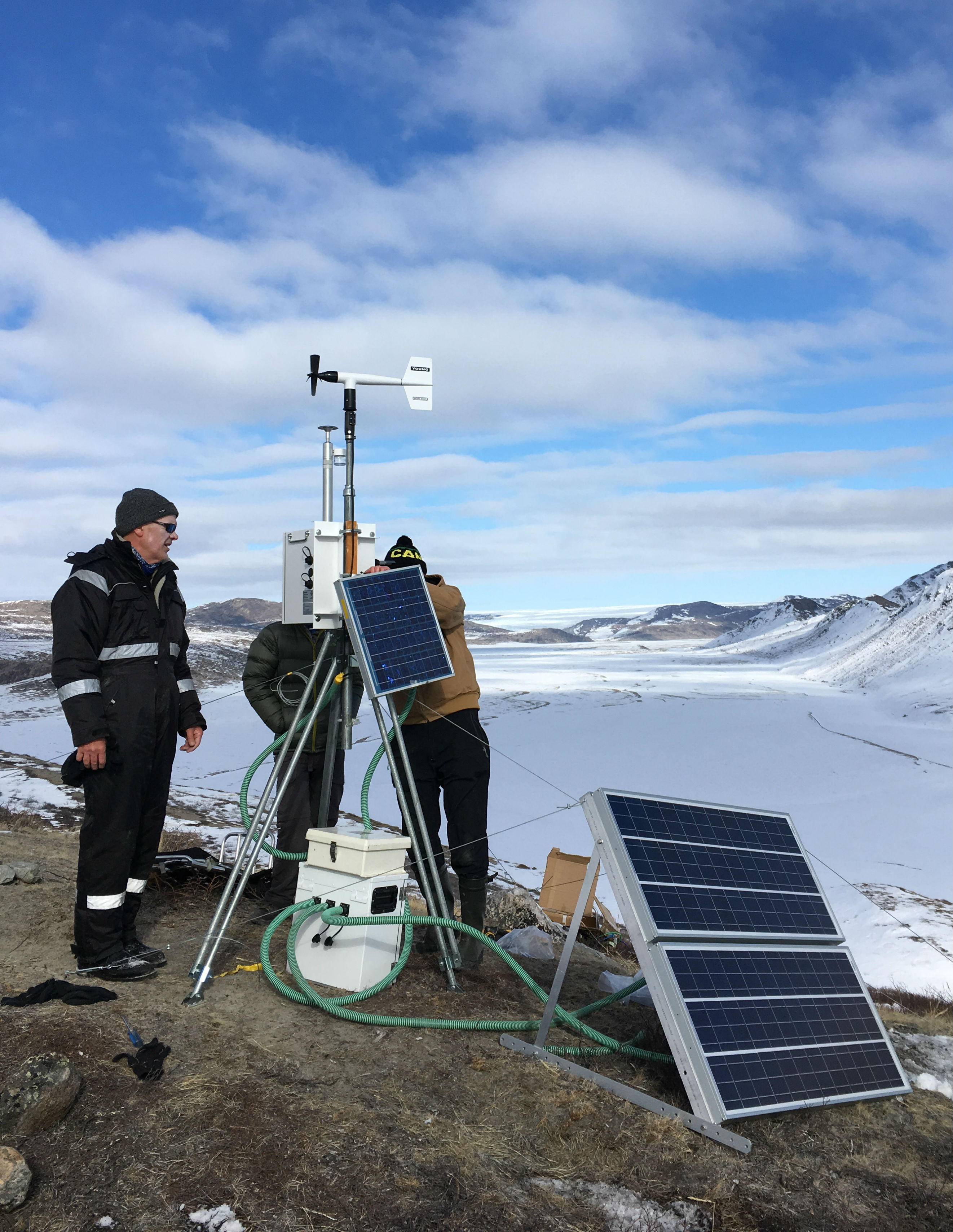 Scientists erecting a dust catcher in Greenland