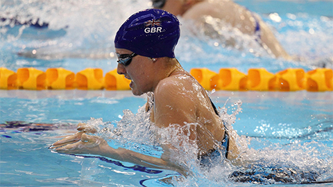 Renshaw's attacking race saw her secure the Women's 200m Breaststroke silver