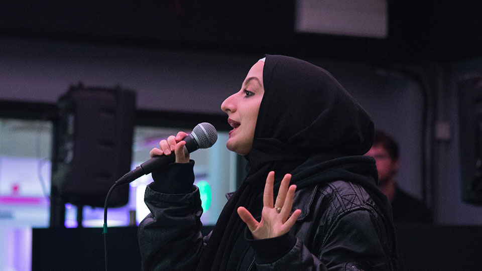 Aisha Aldris performing at Acoustic Night