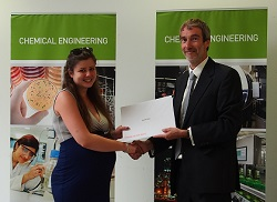 Hannah Smith being presented with her prize
