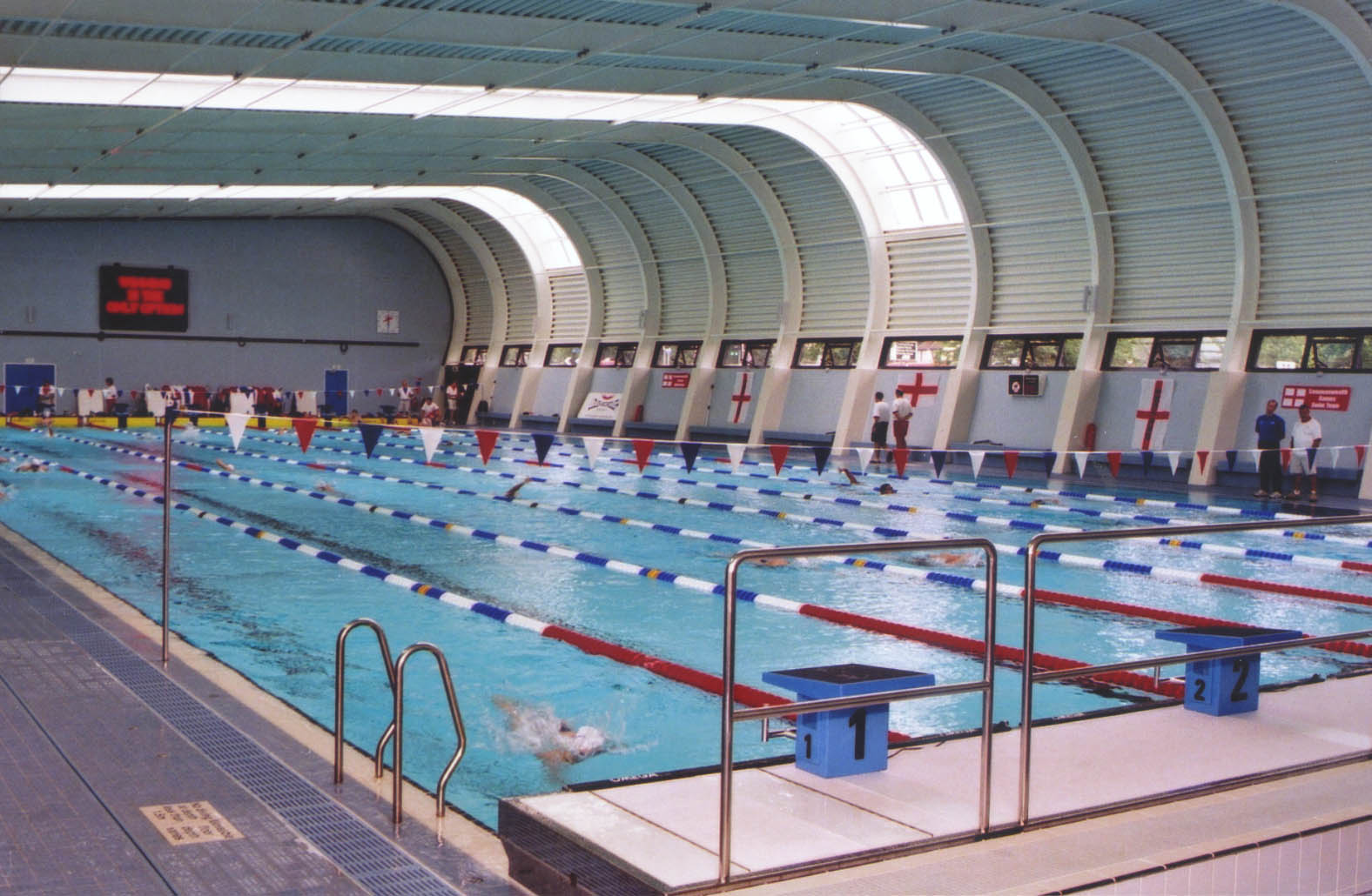 New pool opens with a splash for Commonwealth pool swimming lessons